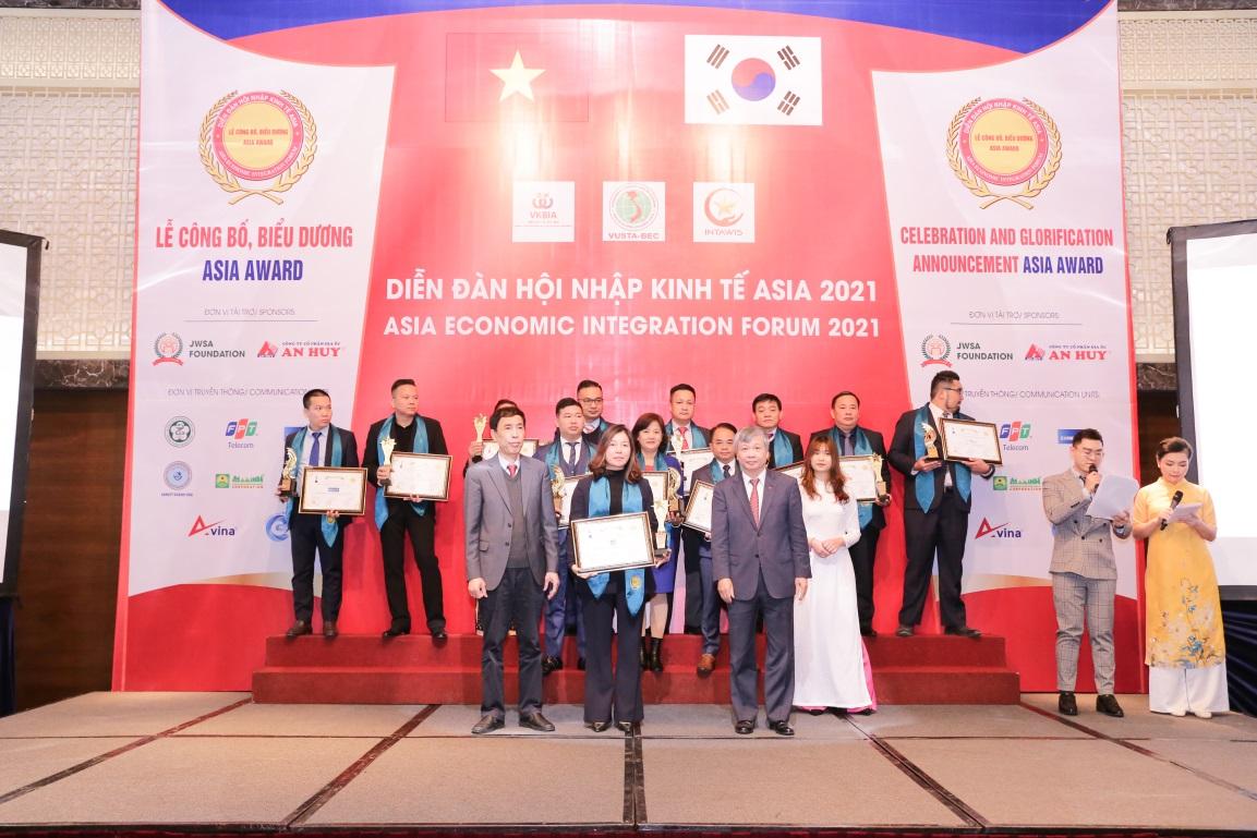 """Tập đoàn Thạch Bàn vinh dự đạt """"Top 10 thương hiệu tin dùng ASIA"""""""